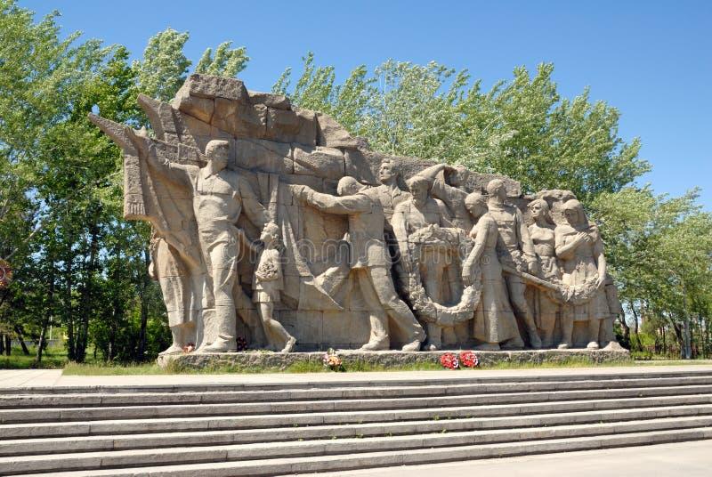 Obélisque commémoratif de la deuxième guerre mondiale sur Mamayev Kurgan photographie stock libre de droits