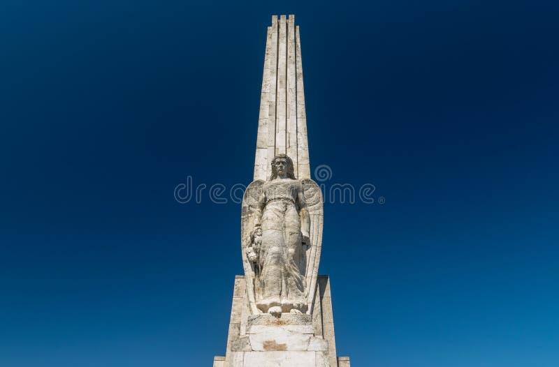 Obélisque de Horea, de Closca et de Crisan dans la citadelle Alba-Caroline en Alba Iulia, Roumanie image stock