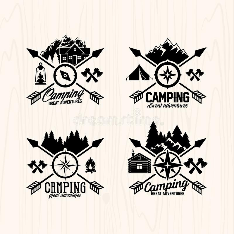 Obóz letni odznak etykietki dla jakaś use na drewnianej tło teksturze i logowie, royalty ilustracja