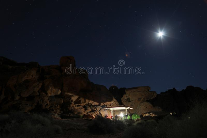 Obóz przy nocą fotografia stock