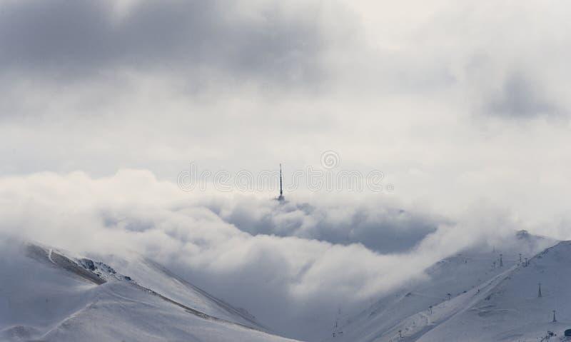 Obłoczna mgły zimy antena zdjęcia royalty free