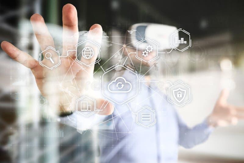 Obłoczna technologia, oblicza, networking pojęcie Daleki przechowywanie danych i ochrona Internet i technologia obrazy stock