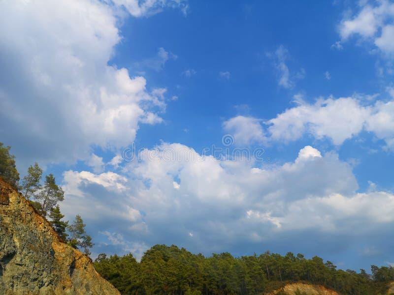 Obłoczny cumulus od wysokości samolotowy lot atmosfery pogoda zdjęcia stock