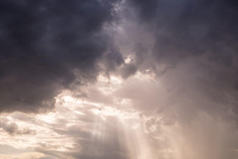 Obłoczny kolorowy słońce promień obraz royalty free