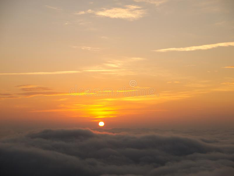 Obłoczny morze w wschodzie słońca w Hong Kong fotografia stock