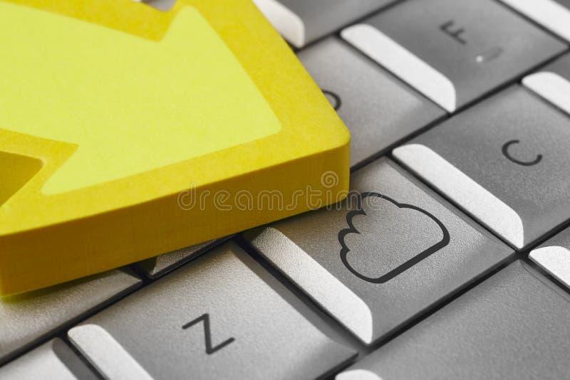 Obłoczny symbol na komputerowej klawiaturze Duża dane kartoteka zdjęcia royalty free