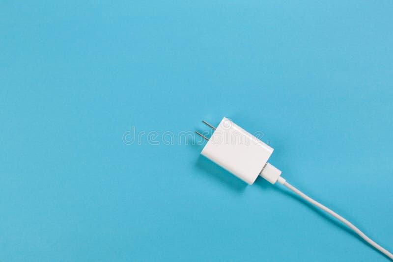 Ob кабелей USB предпосылка микро- голубая Соединители и гнезда для изображения ПК и мобильных приборов стоковое изображение rf