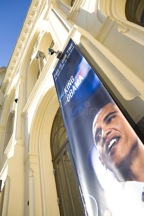 Obama-bandeira no centro da paz de Nobel em Oslo foto de stock royalty free