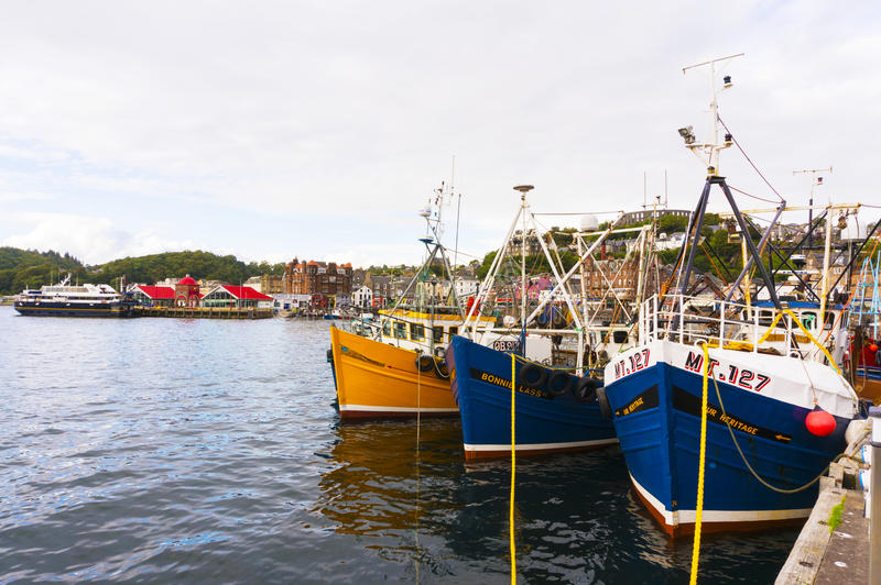 Oban hamn, Oban, Argyle, Skottland 28th Augusti 2015 royaltyfri fotografi
