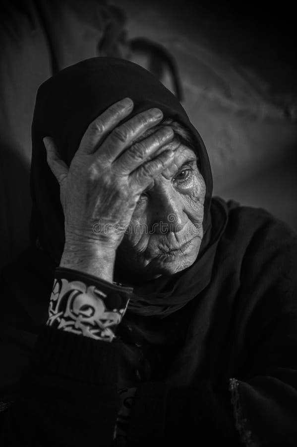 Obdachloser Flüchtling in Griechenland lizenzfreie stockfotos