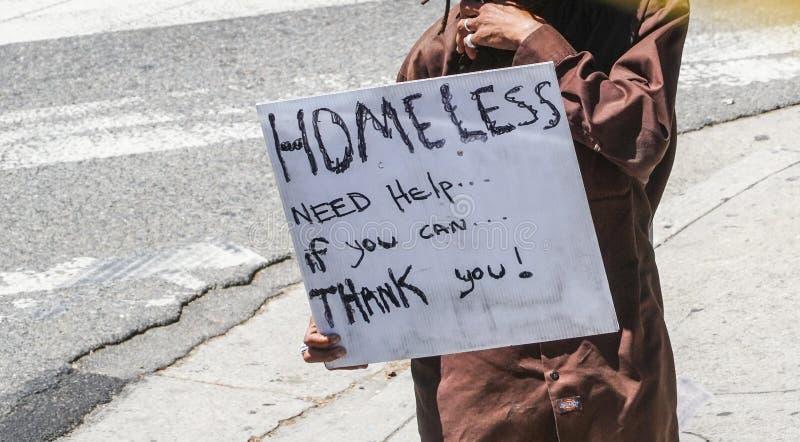 Obdachloser in Los Angeles - LOS ANGELES - KALIFORNIEN - 20. April 2017 lizenzfreie stockfotos