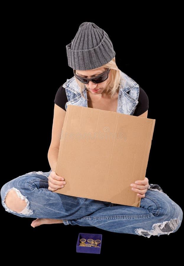 Obdachloser mit leerer Pappe stockfotos