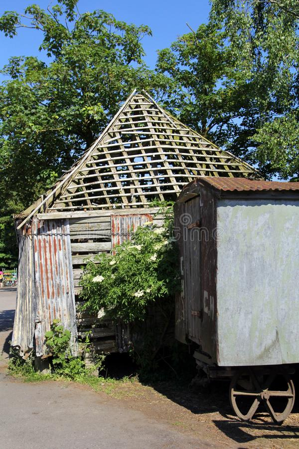 Obdrapany spada puszka farmyard stary budynek obrazy royalty free