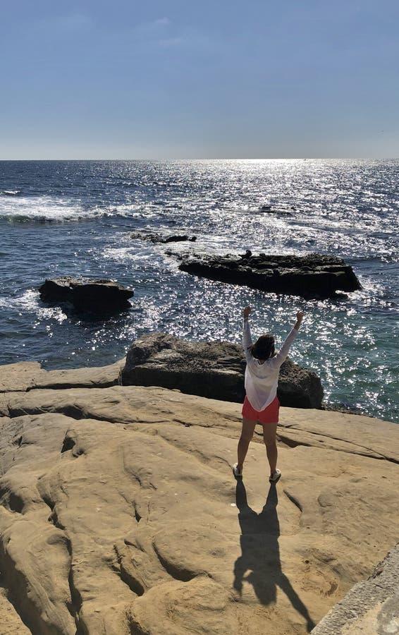 Obejmować ocean zdjęcie royalty free