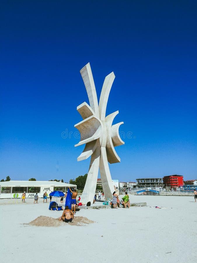 Obelisc Costinesti海滩 库存图片