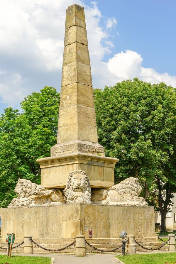 Obelisco dos leões no parque de Copou em Iasi fotos de stock
