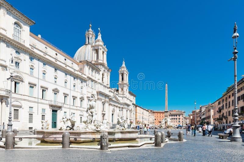 Obelisco e fontana di Bernini dentro fotografia stock