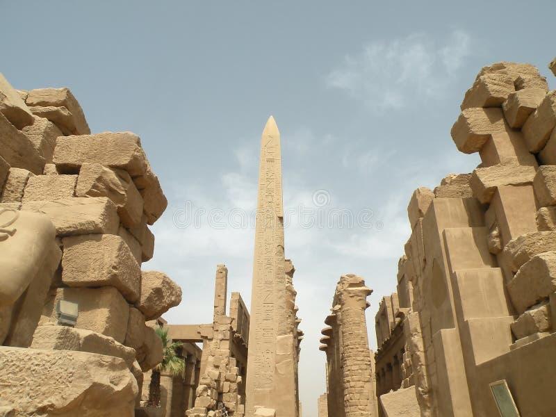 Obelisco en el templo de Karnak fotografía de archivo
