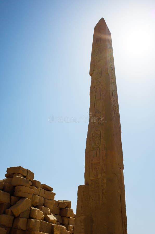 Obelisco no templo de Karnak imagens de stock