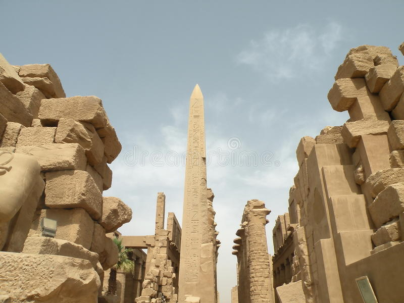 Obelisk bij Tempel Karnak stock fotografie