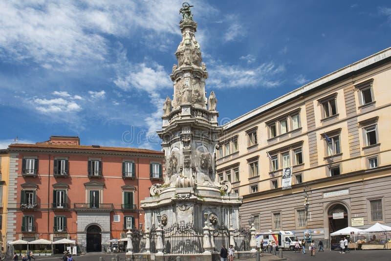 Obelisk Guglia Dell Immacolata am Marktplatz Del Gesu, Neapel lizenzfreies stockfoto