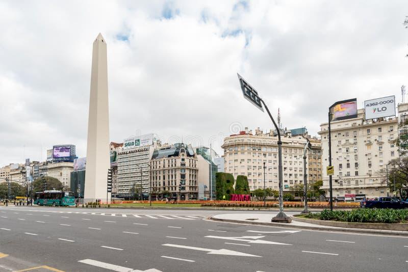 Obelisk i Avinguda 9 de Julio i Buenos Aires, Argentina royaltyfri fotografi