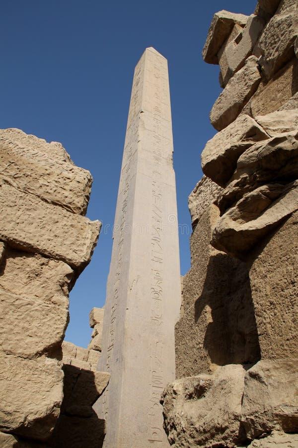 Obelisk in Karnak Tempel Egypte stock foto's