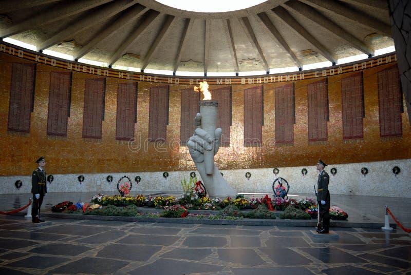 Obelisk memorável da segunda guerra mundial em Mamayev Kurgan fotografia de stock