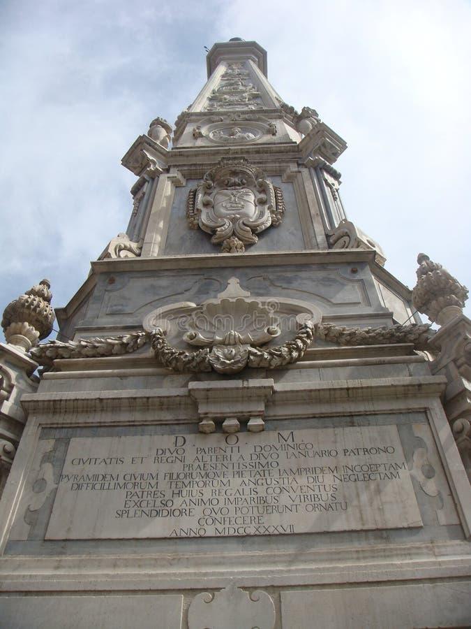 Obelisk niepokalany w centrum widzieć niską częścią Naples Włochy obrazy royalty free