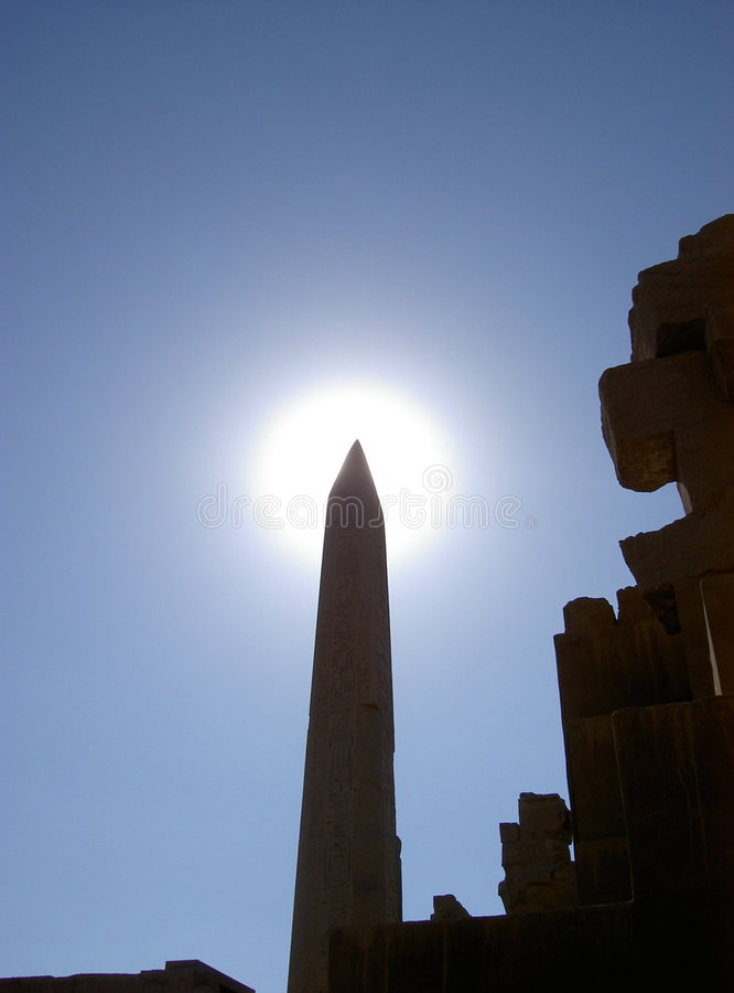 Obelisk no sol imagens de stock royalty free