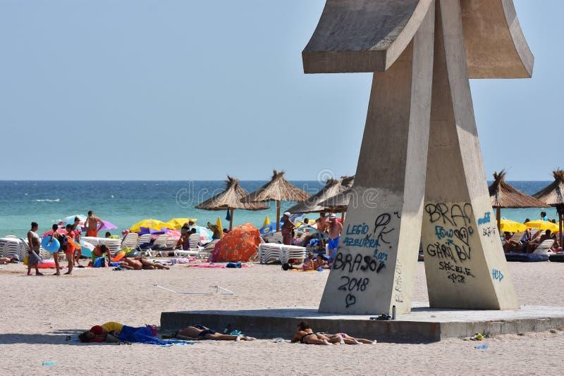 Obelisk przy Costinesti plażą, Rumunia fotografia stock
