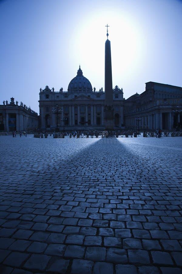 Obelisk in quadrato della st Peters Backlit entro il Sun fotografia stock