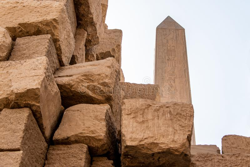 Obelisk Thutmose Przy świątynią akademie królewskie, Karnak, Luxor Egipt zdjęcia stock