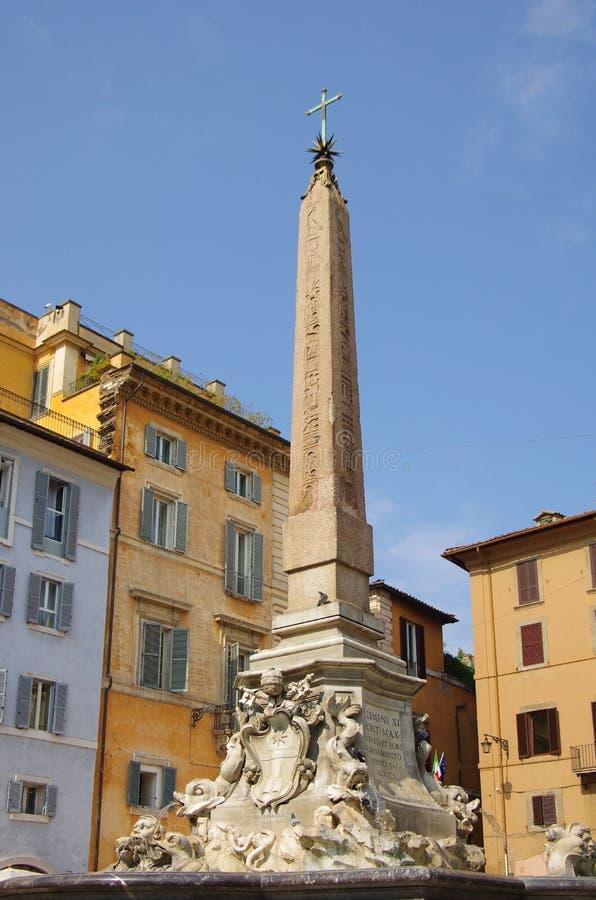 Obelisk voor het Pantheon stock foto's