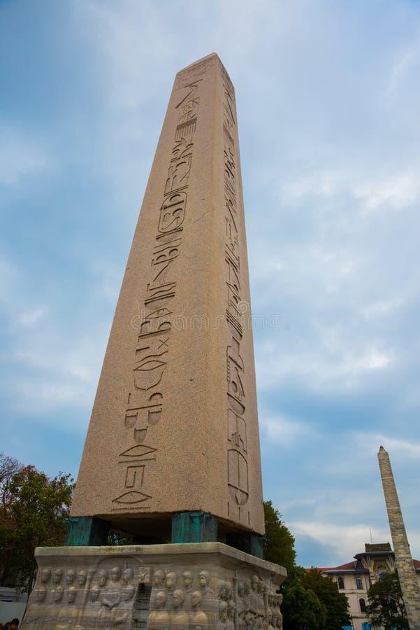 Obelisken av Theodosius, en forntida egyptisk obelisk i kapplöpningsbanan av Constantinople Sultanahmet fyrkant Istanbul Turkiet fotografering för bildbyråer