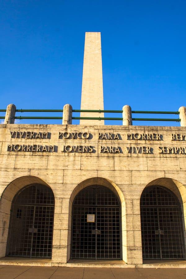 Obelisken i ibirapuera parkerar royaltyfria bilder
