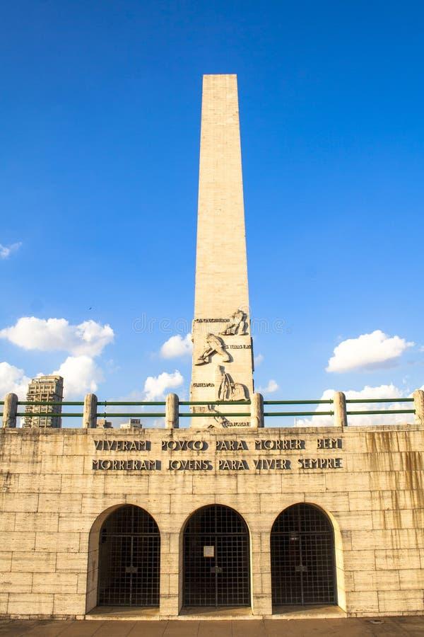 Obelisken i ibirapuera parkerar arkivbilder