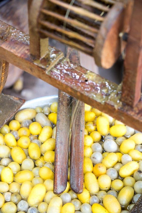 Oben geschlossen von der Weinlesemethode für das Seidenwirbeln stockfotos