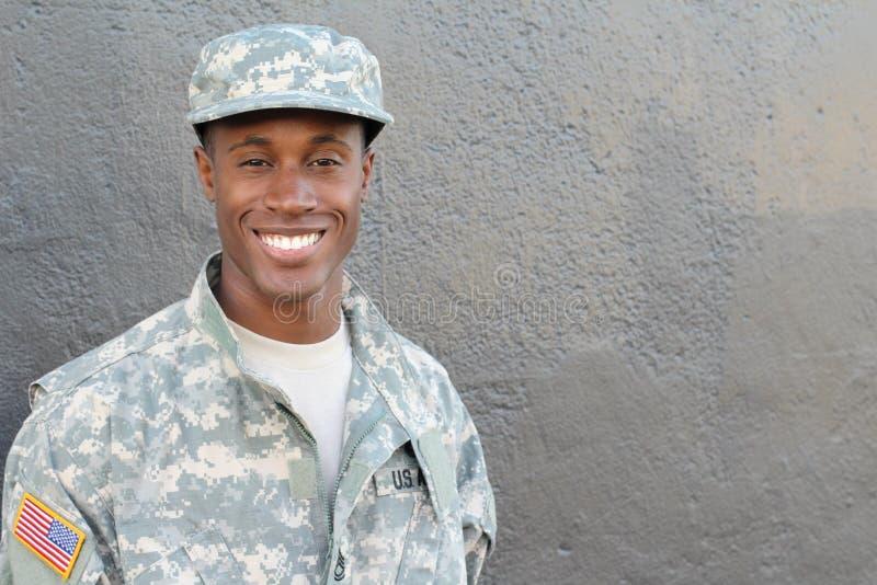Oben lächelnder Armeearbeitskraftabschluß stockbild