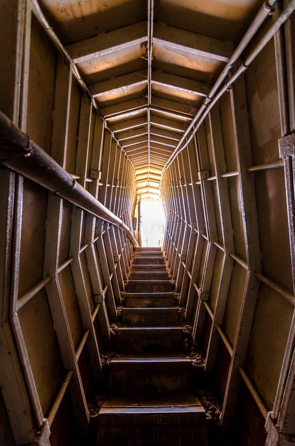 Oben schauen aus dem Bunker auf Berg Bental in Israel heraus stockfoto