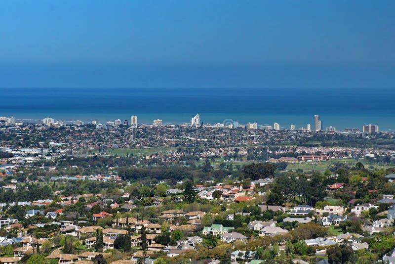 Obenliegende Ansicht der falschen Bucht und des Cape Towns lizenzfreie stockfotografie