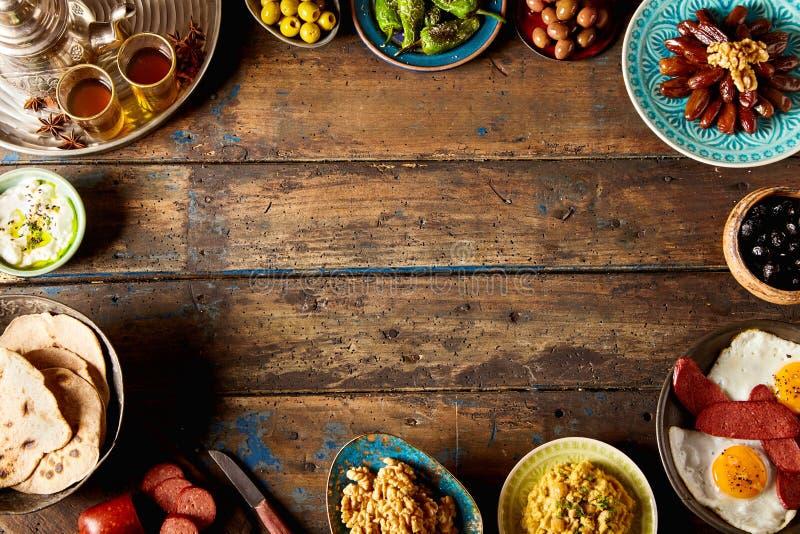 Obenliegende Ansicht einer orientalischen Frühstücksgrenze stockbilder