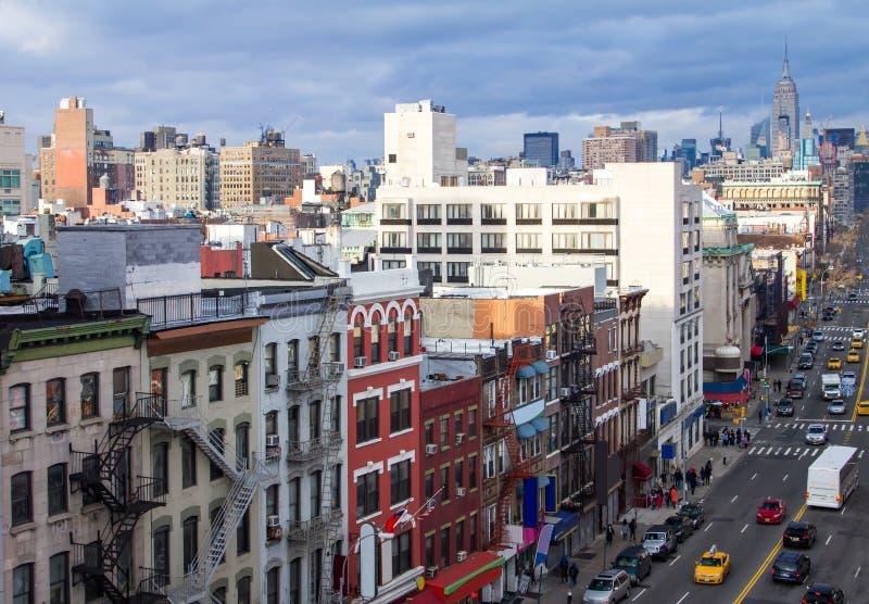 Obenliegende Ansicht New York City von Chinatown-Straßenbild in Manhatt lizenzfreie stockfotos