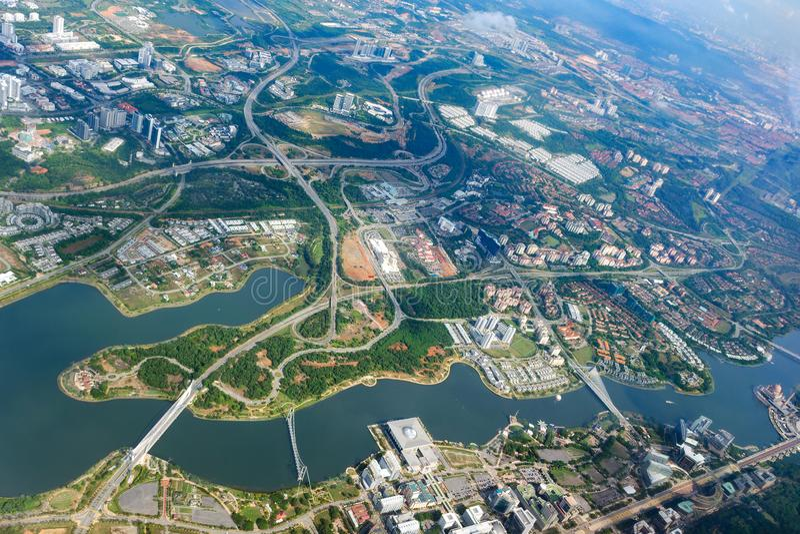 Obenliegende Stadtansicht von Putrajaya Luftstadtbild, Malaysia stockbild