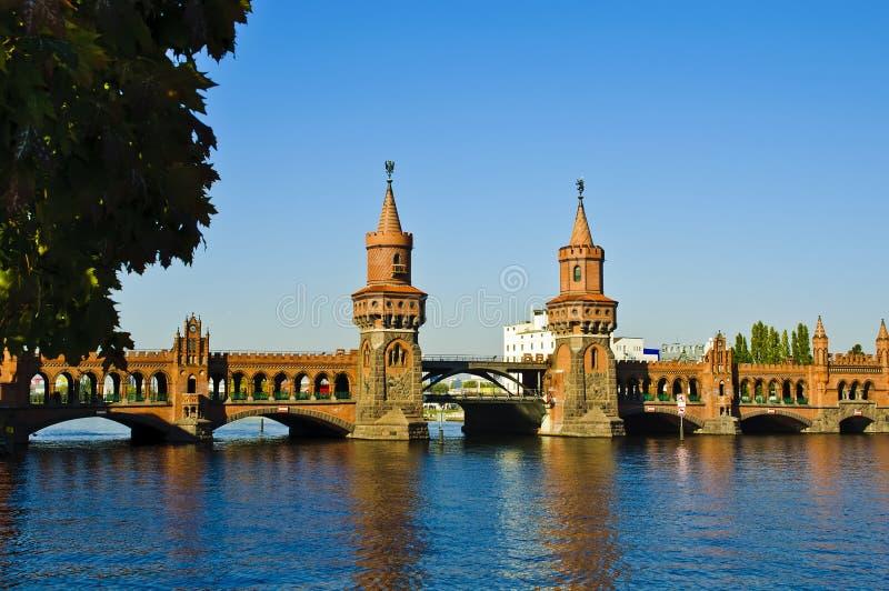 Oberbaum Brücke in Berlin stockfotografie