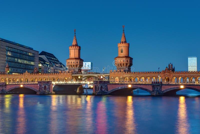 Oberbaumbridge в Берлине стоковые изображения rf