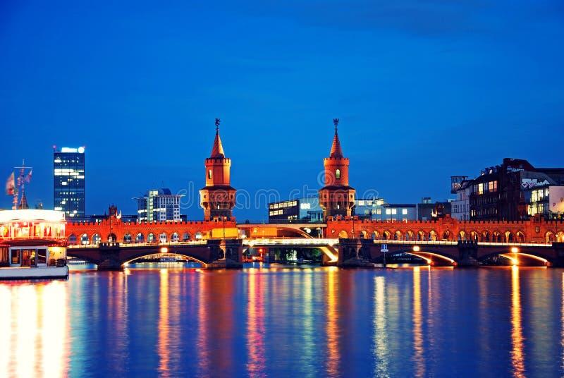 oberbaumbruecke моста berlin стоковые изображения