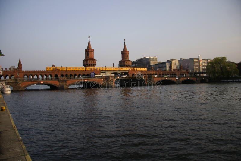 Oberbaumbruecke (мост Oberbaum) стоковая фотография rf