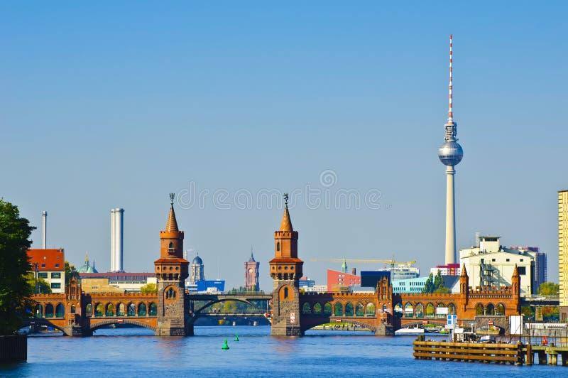 Oberbaumbruecke in Berlin lizenzfreie stockfotos