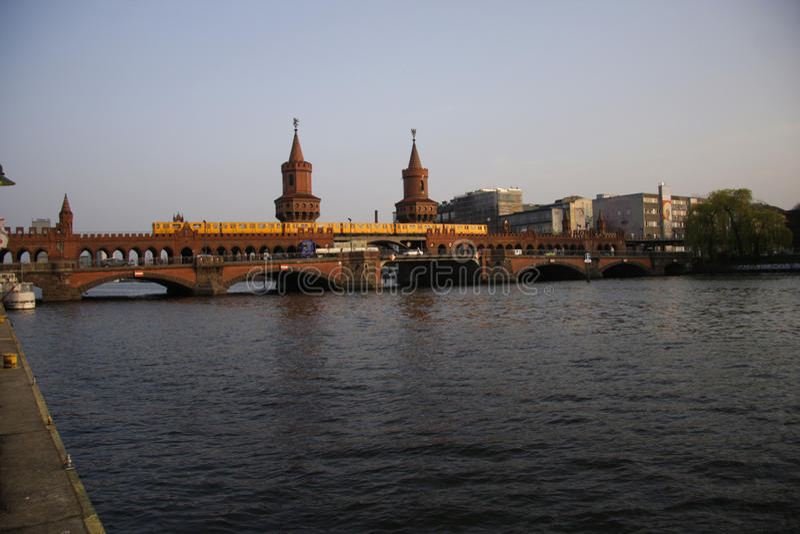 Oberbaumbruecke (puente de Oberbaum) fotografía de archivo libre de regalías